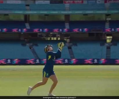 Rediff Sports - Cricket, Indian hockey, Tennis, Football, Chess, Golf - Watch: Alyssa Healy Takes Highest Catch To Set New World Record