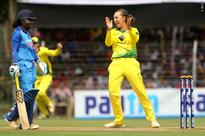 Rediff Cricket - Indian cricket - Aussies beat Indian eves by 97 runs to clean sweep series