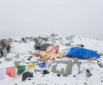 8 dead in Everest avalanche post quake