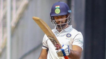 Rediff Sports - Cricket, Indian hockey, Tennis, Football, Chess, Golf - RoI hold all the aces after magnificent Vihari century