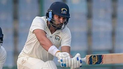 Rediff Sports - Cricket, Indian hockey, Tennis, Football, Chess, Golf - Ranji Trophy: Yuvraj Singh plays quick-fire innings ahead of IPL auction