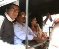 'Aam aadmi' Arvind Kejriwal travel by auto, local train in Mumbai