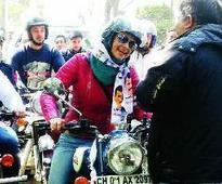 Delhi elections 2015:Gul turns AAP's 'Bullet Rani' in Delhi polls