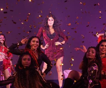 Current Bollywood News & Movies - Indian Movie Reviews, Hindi Music & Gossip - The makers of Zero have unveiled the third song `Husn Parcham` with pomp and glory!
