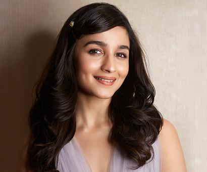 Current Bollywood News & Movies - Indian Movie Reviews, Hindi Music & Gossip - Alia Bhatt is working round the clock for Kalank and Brahmastra