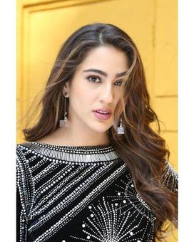 Current Bollywood News & Movies - Indian Movie Reviews, Hindi Music & Gossip - Sara Ali Khan stuns in black as she promotes her upcoming film