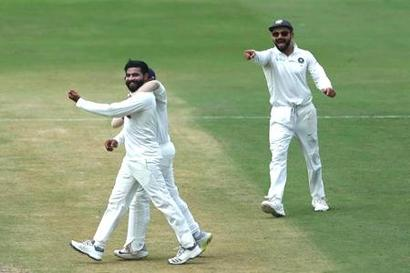 Rediff Sports - Cricket, Indian hockey, Tennis, Football, Chess, Golf - Live Cricket Scores: Indian bowlers leave Windies reeling