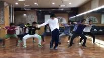 Current Bollywood News & Movies - Indian Movie Reviews, Hindi Music & Gossip - Tiger Shroff packs the iconic moves of Michael Jackson in less than a minute, Watch video!