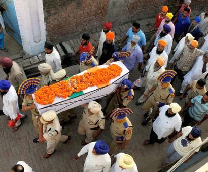 Nations bids tearful farewell to Sukma martyrs
