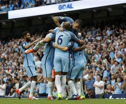 Manchester City go top with win over West Ham