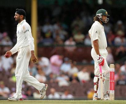 Rediff Sports - Cricket, Indian hockey, Tennis, Football, Chess, Golf - Harbhajan denies he apologised to Symonds for 'monkeygate' row