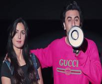 Current Bollywood News & Movies - Indian Movie Reviews, Hindi Music & Gossip - Ranbir and Katrina teach us how to watch a film Jagga style