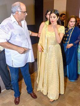 Current Bollywood News & Movies - Indian Movie Reviews, Hindi Music & Gossip - Jahnvi breaks down as Boney remembers Sridevi