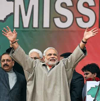 Reach out to students from J&K: Modi to CMs