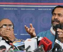 Live: AAP denies entry to some national council members, furious Yadav sits on dharna