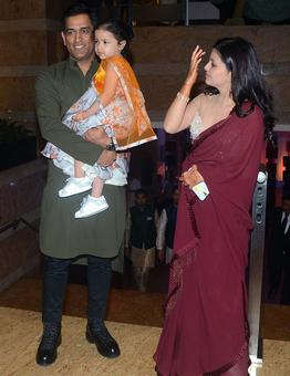Rediff Cricket - Indian cricket - PHOTOS: Dhoni, Yuvraj, Zaheer steal the limelight at Poorna Patel's sangeet