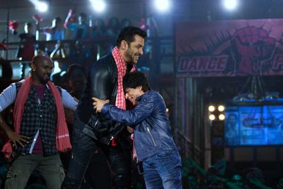 Current Bollywood News & Movies - Indian Movie Reviews, Hindi Music & Gossip - Shah Rukh Khan and Salman Khan to once again groove together after 11 years since Om Shanti Om