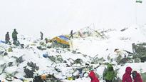 Avalanche claims Everest climbers