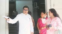 Fadnavis surrenders to Thackeray Raj: Ae Dil Hai Mushkil set for Diwali release, Guild says no hiring Pakistan actors