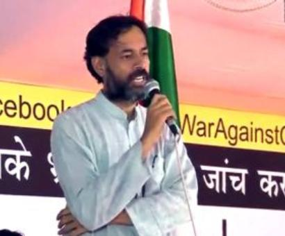 AAP's Yogendra Yadav attacked, face inked