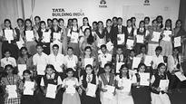 Best Essayists On 'Clean India' Felicitated