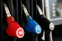UPDATE 2-Oil prices rebound in post-Brexit bargain hunting