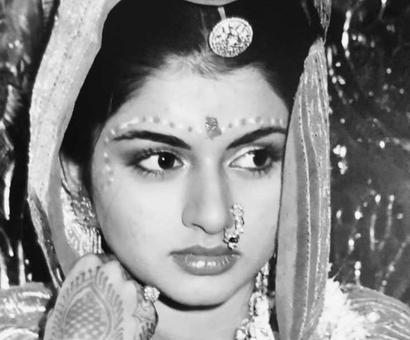 Current Bollywood News & Movies - Indian Movie Reviews, Hindi Music & Gossip - Do not miss this throwback pic of Bhagyashree