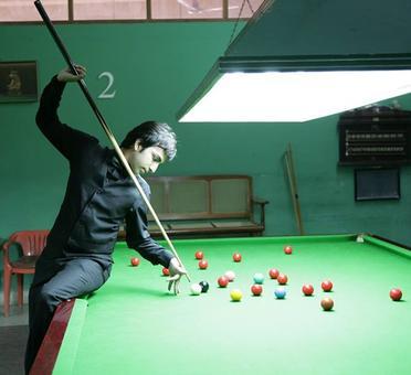 President congratulates Advani on winning World Billiards Championship