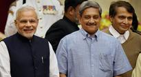 Parrikar clears purchase of 814 artillery guns worth Rs 15,750 cr for defence
