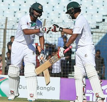 Rediff Sports - Cricket, Indian hockey, Tennis, Football, Chess, Golf - Tamim leads Bangladesh recovery after Moeen strikes for England