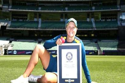 Rediff Cricket - Indian cricket - Watch: Alyssa Healy sets new world record for 'highest catch of a cricket ball'