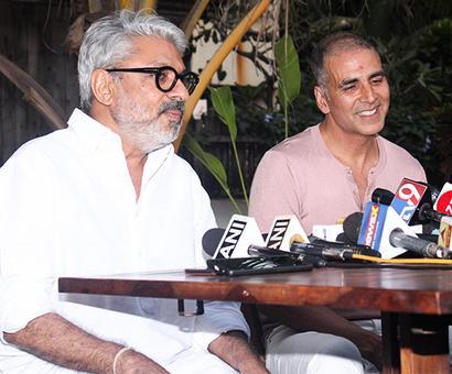 Current Bollywood News & Movies - Indian Movie Reviews, Hindi Music & Gossip - PadMan Postponed: Akshay's marketing masterstroke?