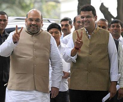 BJP invites, Uddhav relents; Sena to join Fadnavis's swearing-in