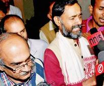 AAP bickering: First round goes to Kejriwal