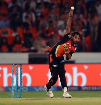 Rediff Sports - Cricket, Indian hockey, Tennis, Football, Chess, Golf - Bhuvneshwar one of the best pacers in IPL history: Muralitharan
