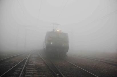 Biting cold wave sweeps north, Delhi shivers at record lows