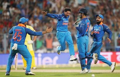 Rediff Cricket - Indian cricket - Tendulkar, Ganguly laud Kuldeep's 'trick' at Eden