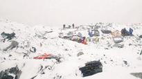 Avalanche triggered by quake kills 18 on Mount Everest