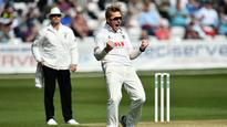 Rediff Cricket - Indian cricket - Harmer's 14 inflicts grievous harm on Warwickshire's survival hopes