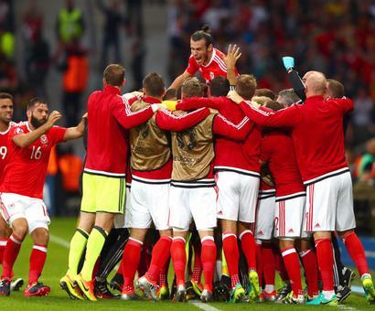 Euro: Wales demolish Belgium to set up Portugal semis