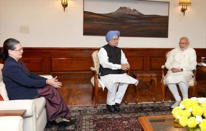 Sonia, Manmohan meet Modi for 'chai pe charcha'