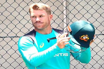 Rediff Cricket - Indian cricket - Watch: Warner bats right-handed to smash Gayle for boundaries