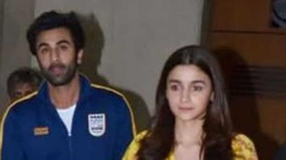 Current Bollywood News & Movies - Indian Movie Reviews, Hindi Music & Gossip - Alia Bhatt reacts to rumours of tiff with Ranbir Kapoor: I was definitely Valentining...