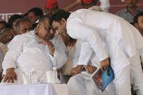 Akhilesh Calls Meeting of Loyalists, Split in Yadav Family Extends to Legislature Party