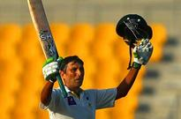 Younis hits double ton, Australia stare at defeat