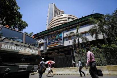 Sensex, Nifty close at new highs on global cues