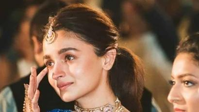 Current Bollywood News & Movies - Indian Movie Reviews, Hindi Music & Gossip - Alia Bhatt fights back tears at the wedding of her best friend. See her new pic...