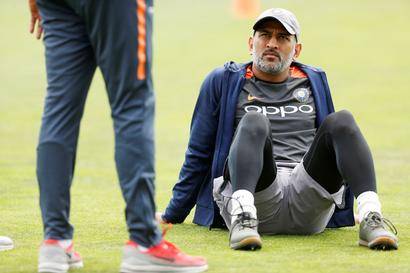 Rediff Sports - Cricket, Indian hockey, Tennis, Football, Chess, Golf - Should Dhoni play domestic cricket to merit India selection?