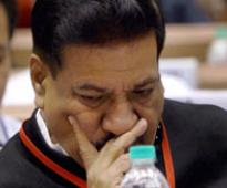 Cong fumes at disruption of Chavan's speech in PM's presence