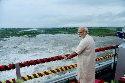When PM's swiftness saved camera crew from drowning